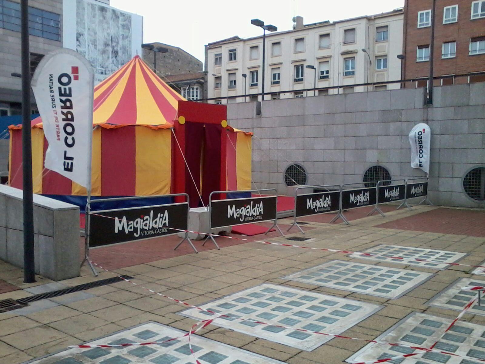 evento kit  carpa de circo donde se realizan talleres infantiles.